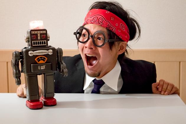 ロボットにテンションアゲアゲな写真
