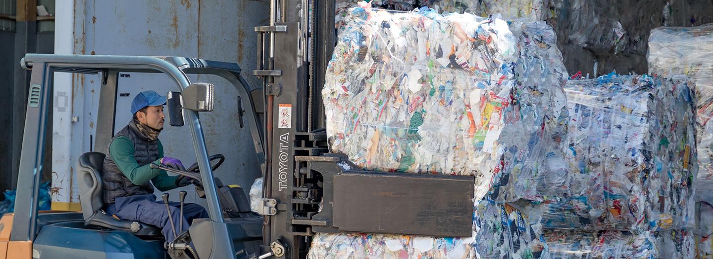 プラスチック製容器包装の運搬写真